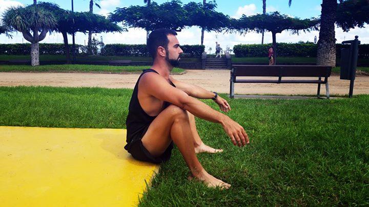 Juanje sentado